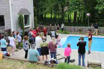 bts day 1 pool crowd